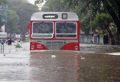 तुंबलेली मुंबई करायचे काय?