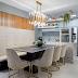 Cozinha contemporânea com ilha de quartzito integrada a sala de jantar com banco!