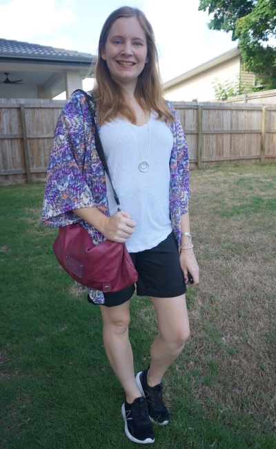 colourful printed kimono and crossbody marc by marc jacobs bag with black denim shorts and white tee outfit