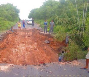 Conforme afirmou o deputado Levi, Governo inicia recuperação da MA-034, em Brejo afetada pelas chuvas