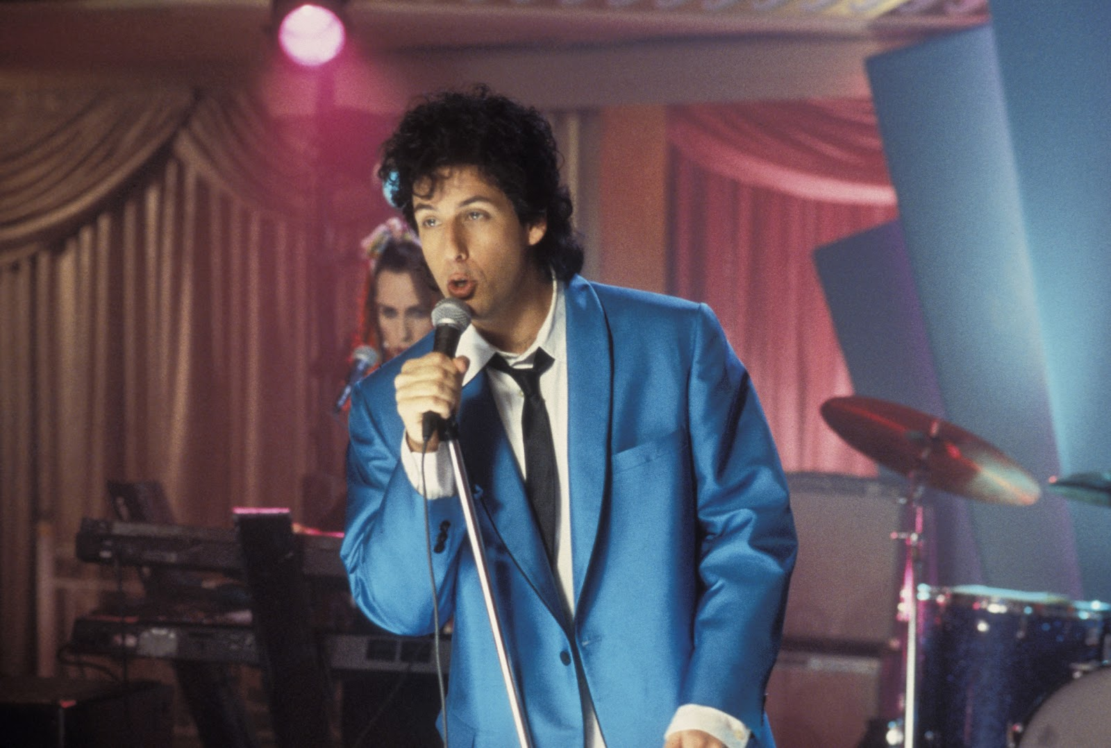 A Comedy That Finds The Often Elusive Magical Balance Between Love And Laughs Wedding Singer Is Lot Of Fun Adam Sandler Has Rarely Been