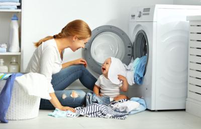Cuci Pakaian Buah Hati dengan Deterjen Khusus Bayi