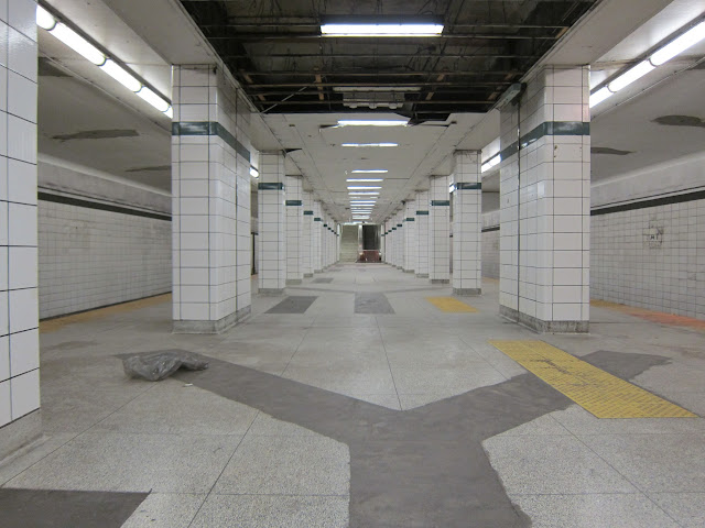 Bay Lower subway platform
