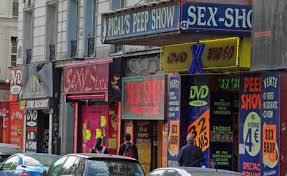 Sex-shop au pied de la Butte sur le Boulevard. Montmartre