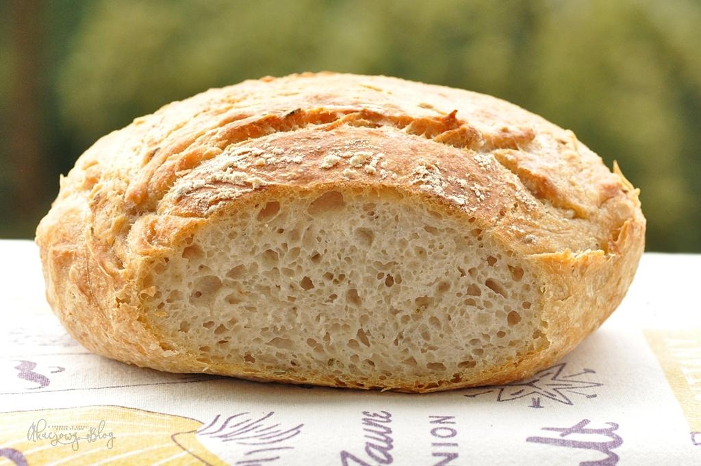 Chleb pszenny z garnka na poolish.
