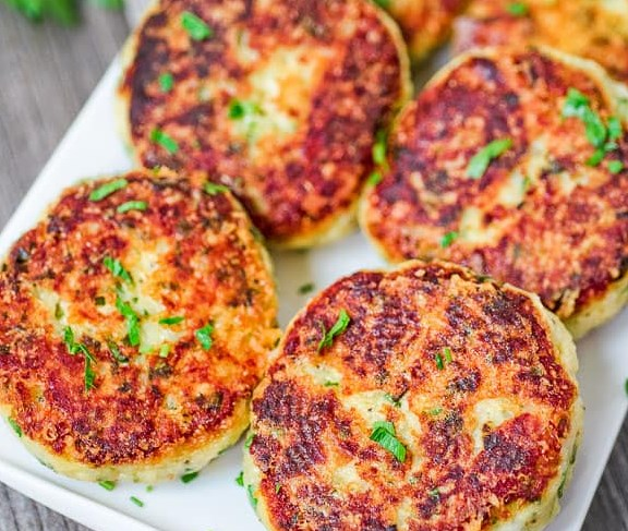 PARMESAN MASHED POTATO CAKES #vegetarianmeal #appetizers