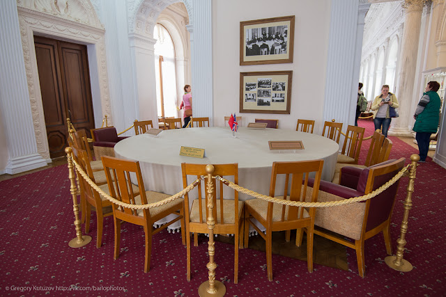 Ливадийский дворец. Интерьеры. Стол Ялтинской конференции