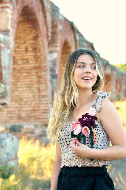 Eva Flower Top – Crochet Pattern