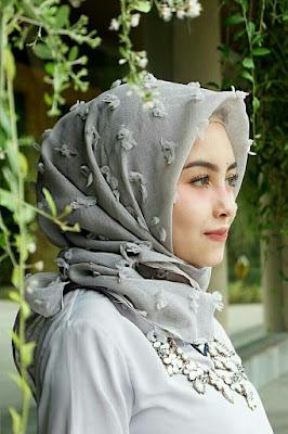 jilbab satin bermotif cewek manis berbulu