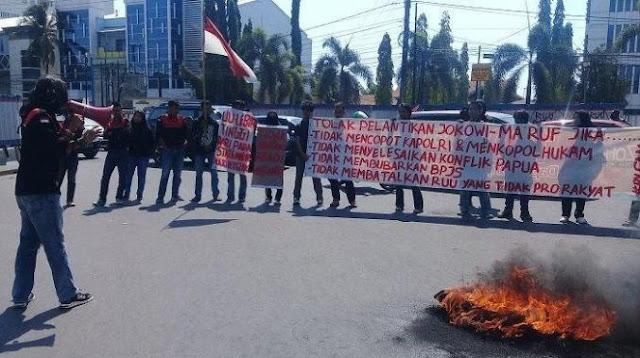 Massa Demo di Makassar Tolak Pelantikan Jokowi