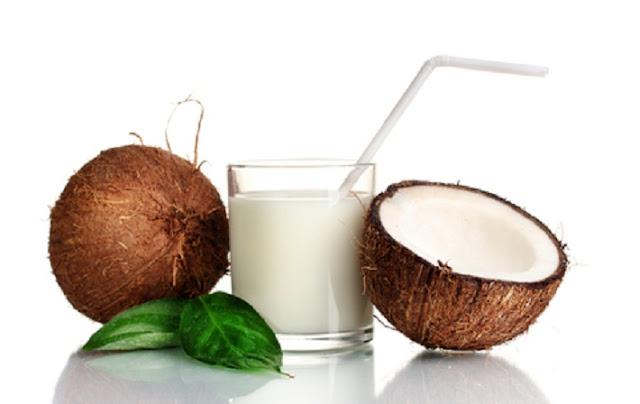 त्वचा और बाल के सौन्दर्य को निखारने में सहायक है नारियल का दूध