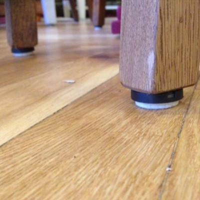 How to protect wooden floors and vinyl against furniture