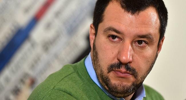 Ο Σαλβίνι προτείνει πρόστιμο έως και 5.500 ευρώ στις ΜΚΟ για κάθε «πρόσφυγα» που διασώζουν