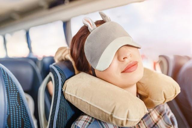 Tips Memilih Bantal Leher Agar Istirahat Saat Traveling Lebih Enak