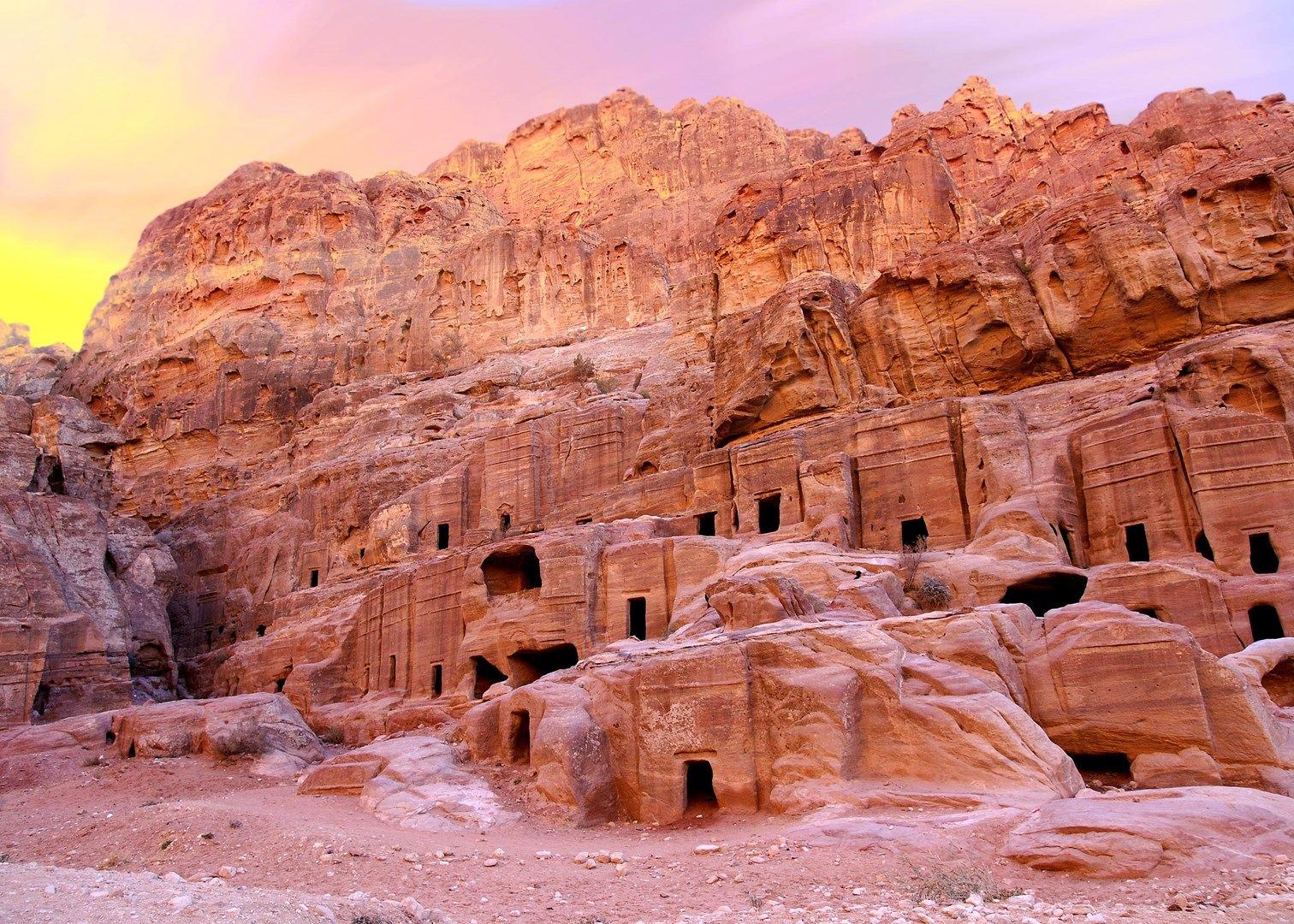 Город Петра в Иордании, гробницы и храмы