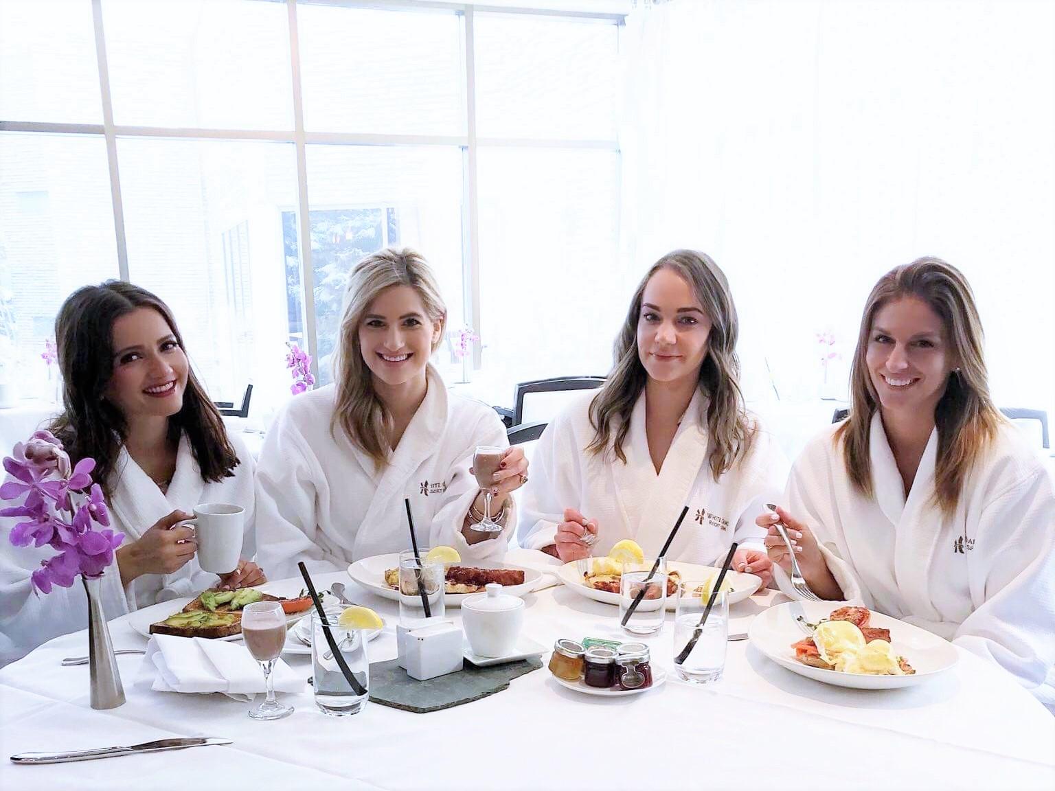 Bijuleni | How To Unwind at White Oaks Resort & Spa, Niagara on the Lake | Girls Weekend Getaway| Eating breakfast