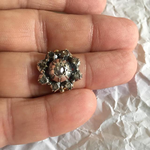 Anello oro giallo con toppa antica oro 9 carati e diamanti taglio rosetta Anello oro giallo con toppa antica oro 9 carati e diamanti taglio rosetta