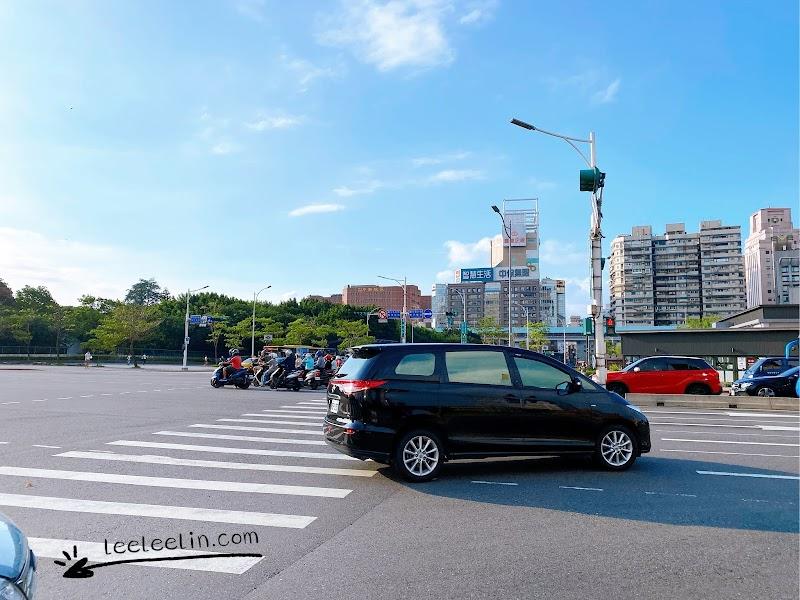 你以為新聞上看到的人車淨空半封城相片是真的嗎
