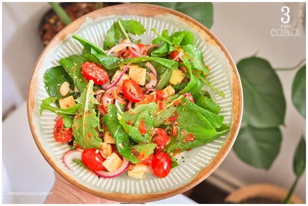 salada de rúcula com tomate receita