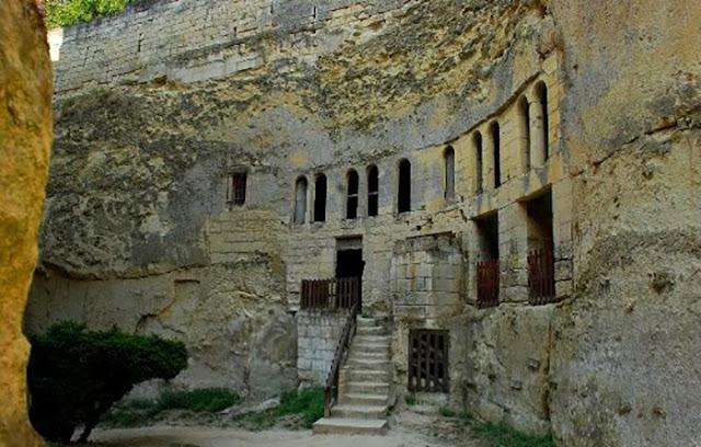 catacumbas sob o castelo