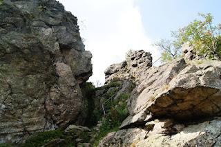 Blick auf die  Thomas-Neiss-Steige hinauf zum Felsstein