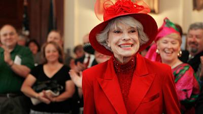 وفاة الأسطورة كارول تشانينج Carol Channing في عمر 97 عامًا
