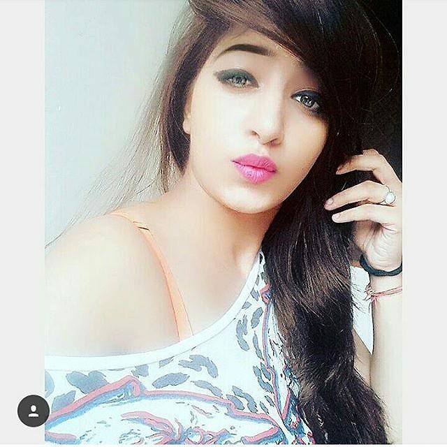 indian-instagram-girl-in-stunning-look