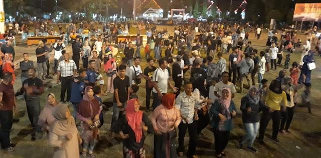 Ini Bukti Kebersamaan Antara Rakyat dan TNI-POLRI di Bone. Membaur Dalam Panggung Prajurit