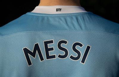 وكالة أمريكية تنشر صور مسربة لقميص ميسي مع مانشستر سيتي الإنجليزي