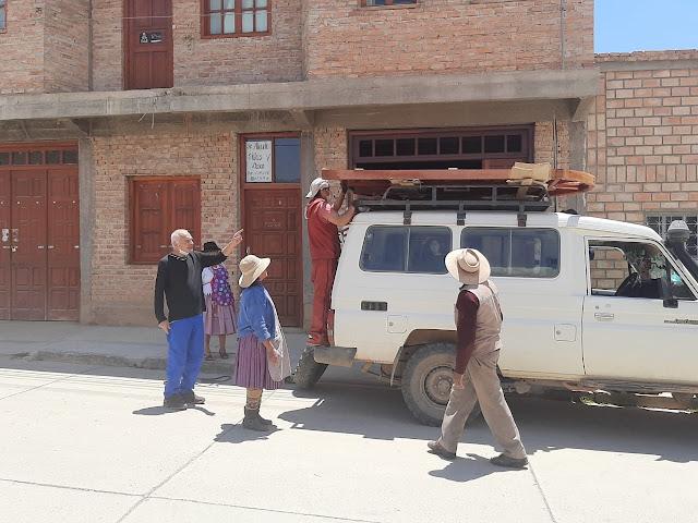 Wir sind mit der neuen Kirchentür unterwegs von Villazón nach Zapatera