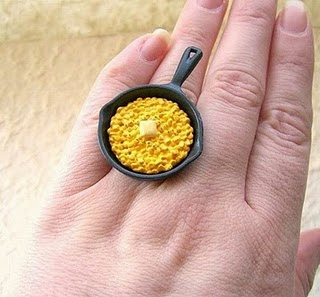 Diseño de anillo muy creativo e inusual en forma de casuela
