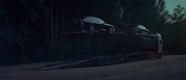 Un camión repleto de coches de la Gama Q de Audi