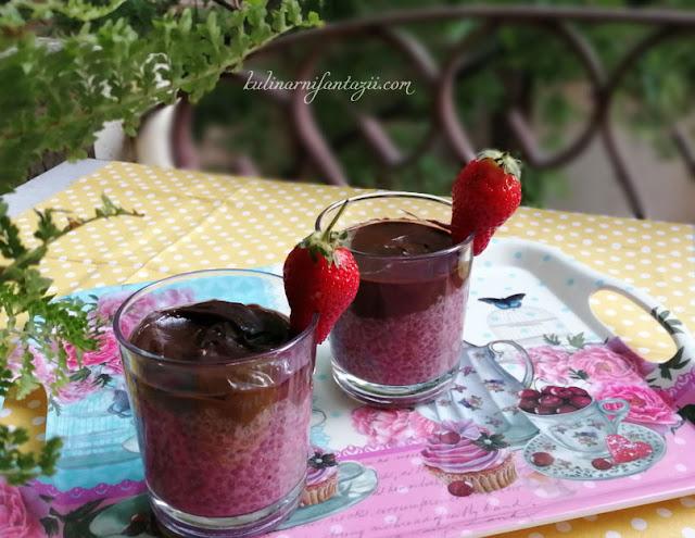 Веган пудинг с чия, ягоди и какаов мус от авокадо