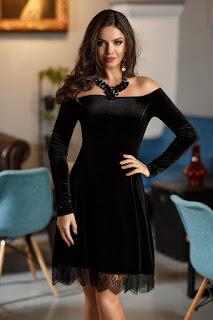 Rochie eleganta de seara din catifea, ideala pentru un look senzual