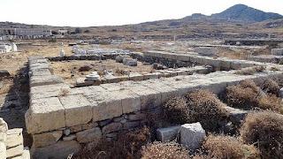Basamento del templo de Apolo en Delos