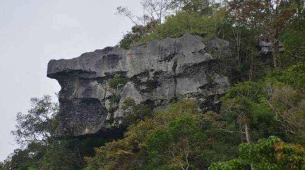 "Melintasi Rego: Kuteropong ""Watu Timbang Raung"" dari Pesawat Terbang"