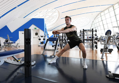 rob holding working out in dubai