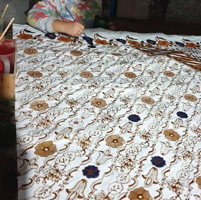 Perajin Kain Motiv Batik Corona di Solo