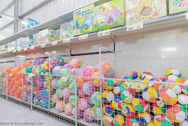 MG 6693 - 熱血採訪│台中玩具150坪批發超市人超多,限定小丑與魔術表演入場直接請你看!
