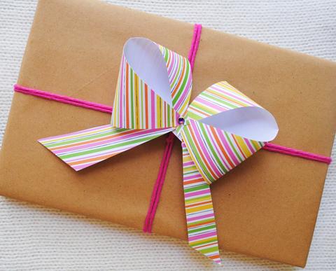 d167fc089b58 Recicla Inventa: Cómo hacer lazos y moños para regalos con papel de ...