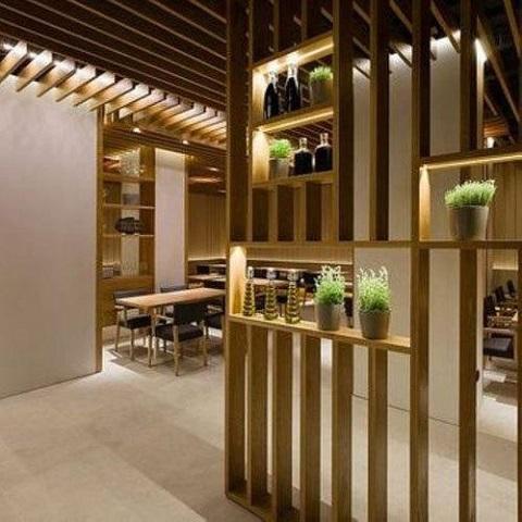 Partisi ruangan material kayu