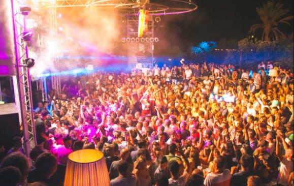La movida si ferma in Sardegna: niente proroga per le discoteche