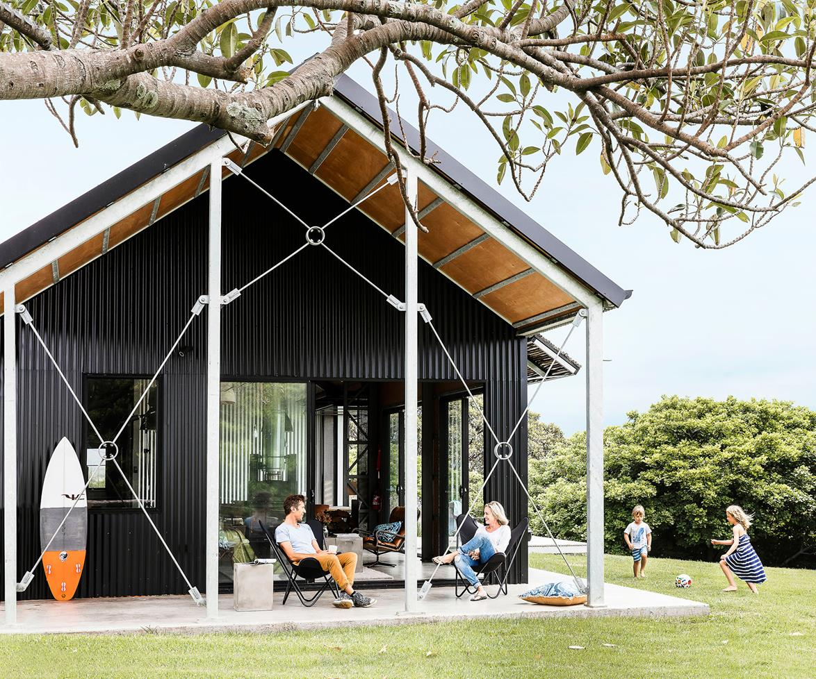 atelier rue verte le blog australie un look industriel pour une maison de vacances. Black Bedroom Furniture Sets. Home Design Ideas