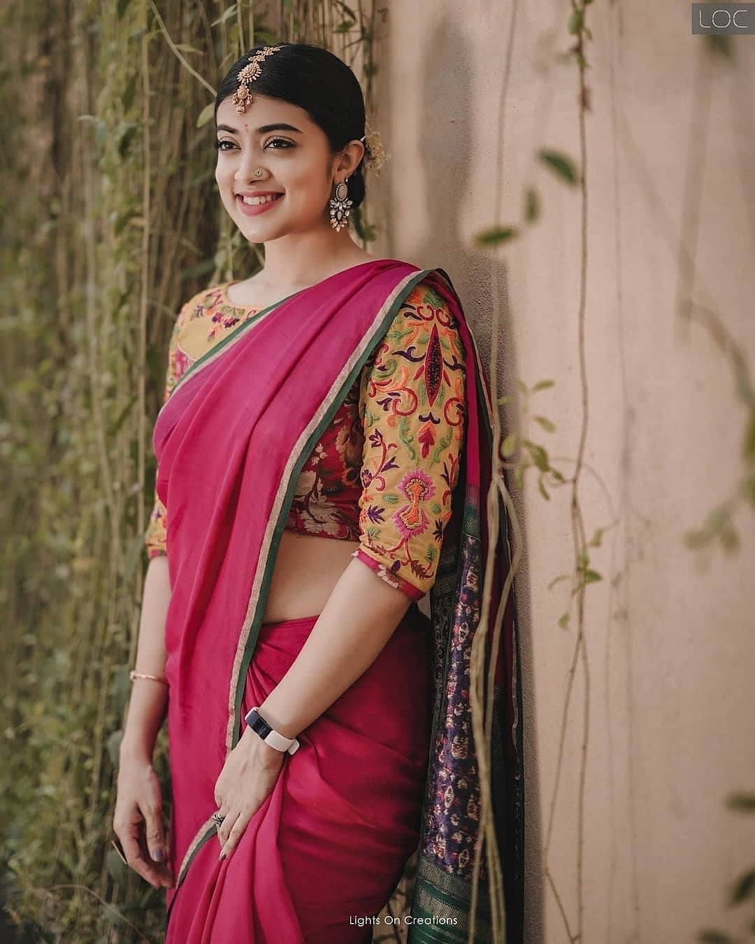 South Indian Actress Madhuri Braganza Looks Hot in Red Saree