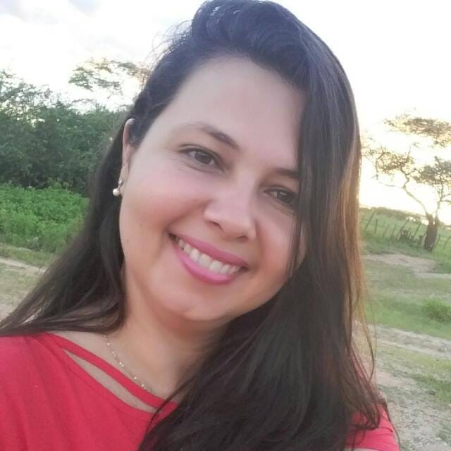 Parabéns! Hoje é o aniversário da repórter do site Icém Caraúbas, Viviane Cristina