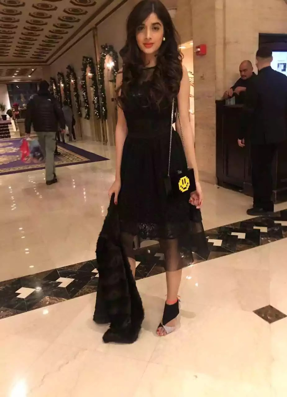 Mawra Hocane Actress of Pakistan New Attractive And Stunning Pictures