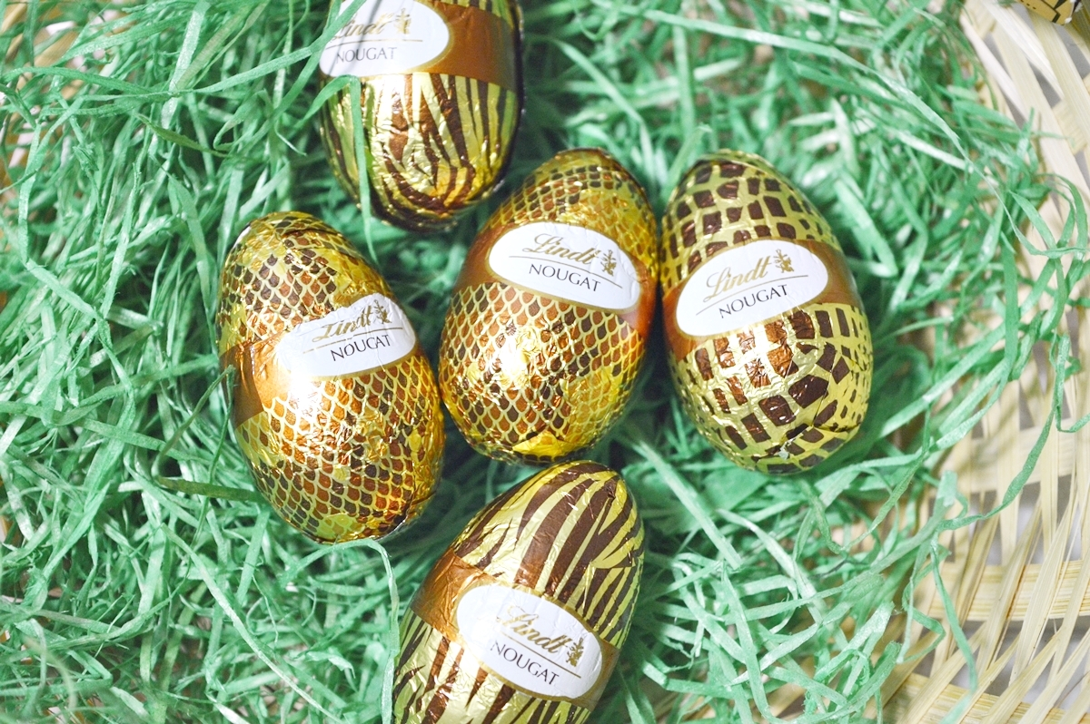 Easter bunny wears Animal Print Metall Egg with nougat eggs