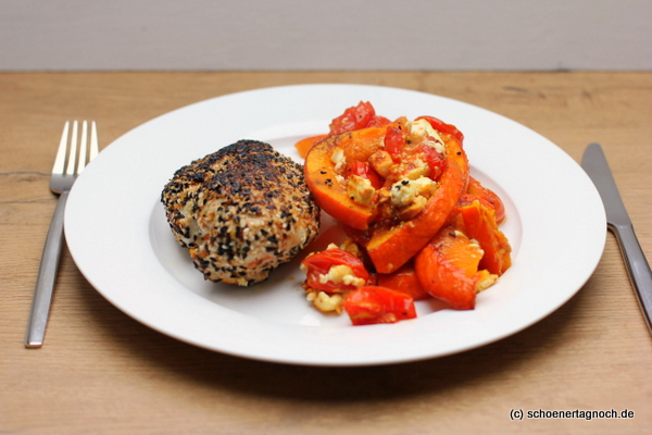 Sesam-Hähnchenbrust mit Kürbis, Kirschtomaten und Feta