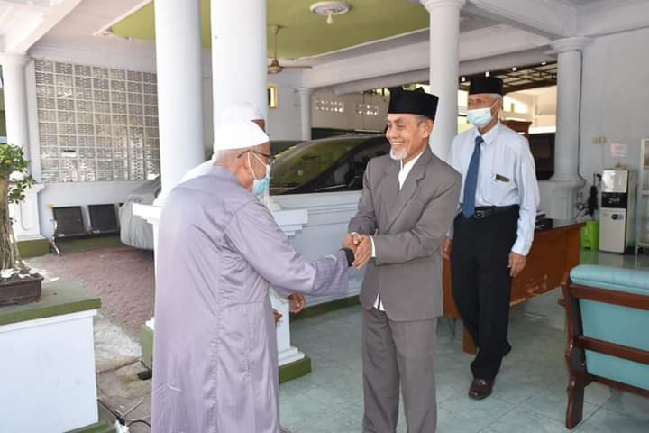 Perekat Ukhuwah, Ustadz Abu Lawatan ke Pesantren Gontor dan Tebu Ireng