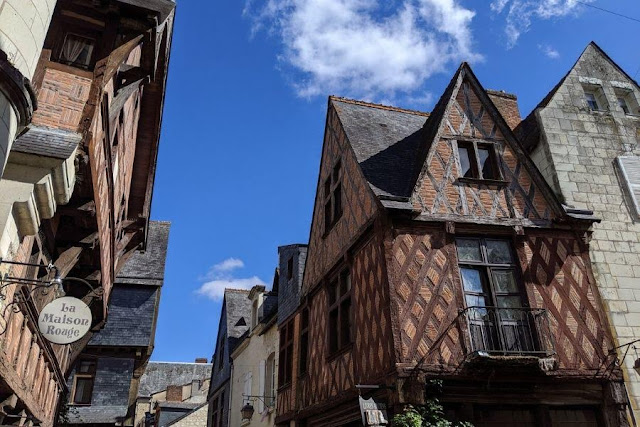 Loire Valley Itinerary: Half-timbered buildings in Chinon